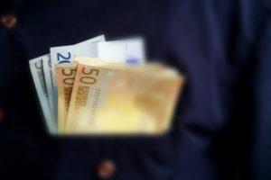Pay packet. Photo: © European Parliament - Audiovisual Unit